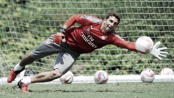 Emiliano Martínez renueva con el Arsenal