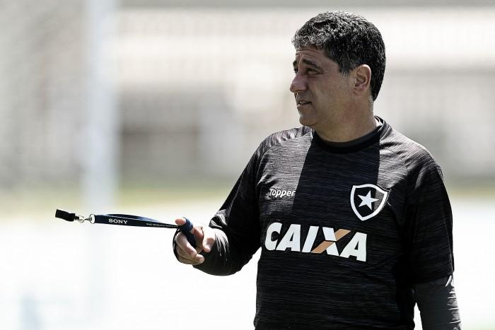 """Interino do Botafogo cita vento como determinante de empate com Avaí: """"Dois tempos distintos"""""""