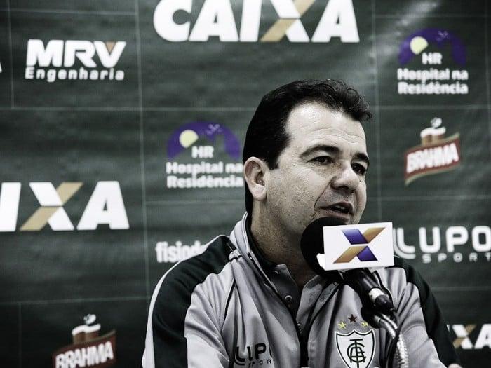 """Enderson Moreira comemora atuação e liderança, mas alerta: """"Tem muita coisa pela frente"""""""