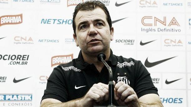 Enderson Moreira exalta triunfo e afirma que Santos precisa melhorar sua parte mental