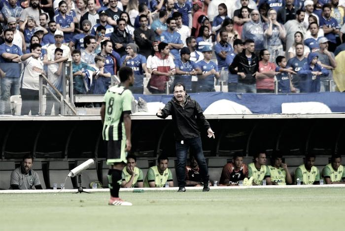 """Enderson destaca tempos distintos do América contra Cruzeiro e analisa derrota: """"Justíssima"""""""