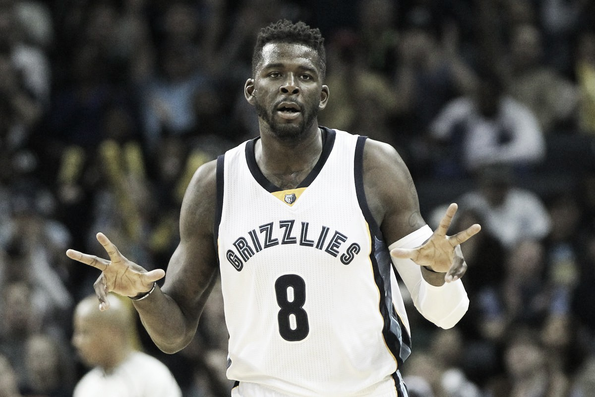 Houston Rockets sign James Ennis