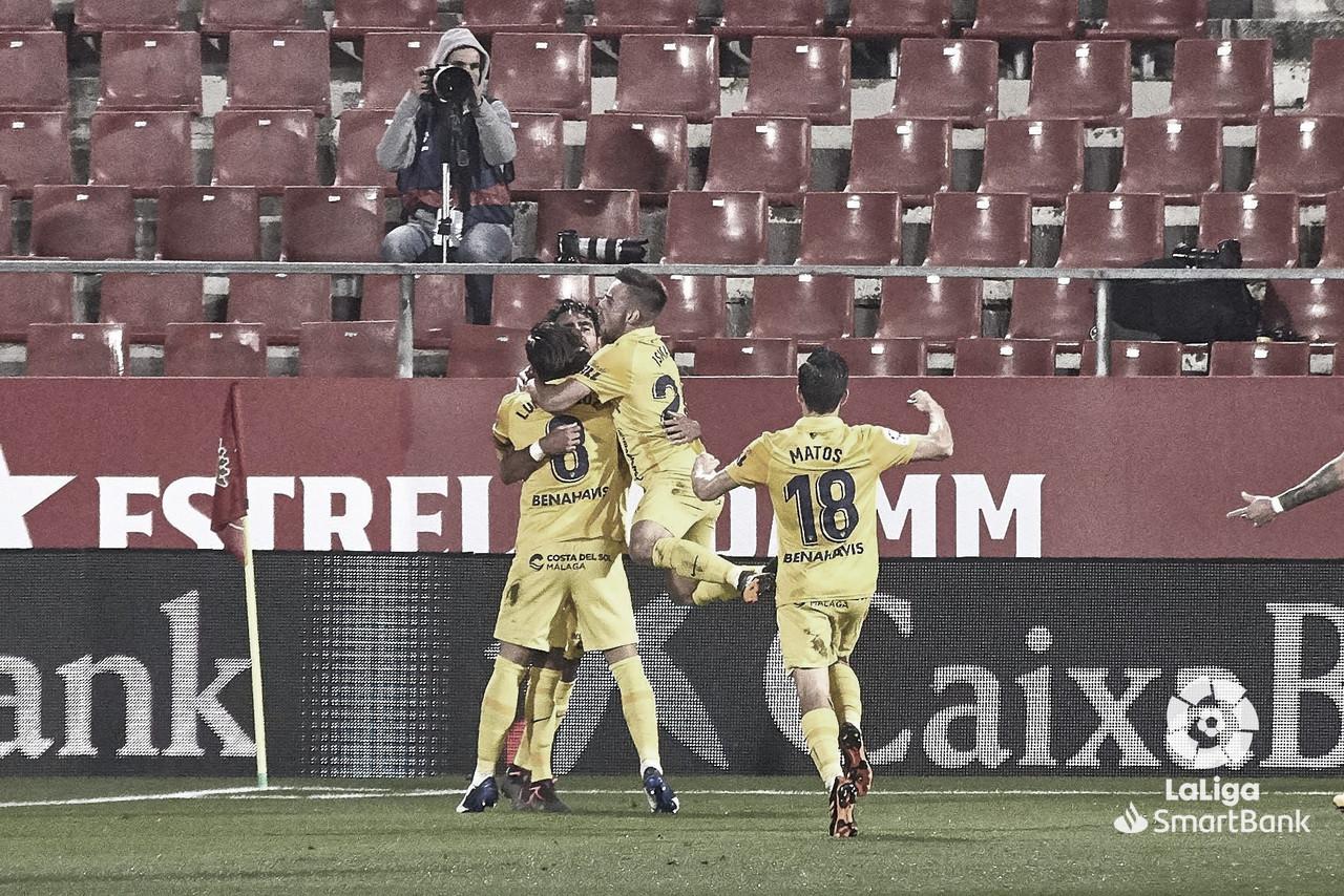 Jugadores del Málaga CF celebrando el gol de Alberto Escassi. / Foto: LaLiga