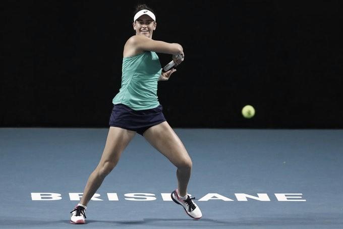 Voltando às quadras após quatro meses, Sharapova perde de virada para Brady em Brisbane