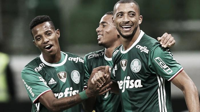 """Vitor Hugo cita cobrança no intervalo e exalta sistema tático do Palmeiras: """"Falou e deu certo"""""""