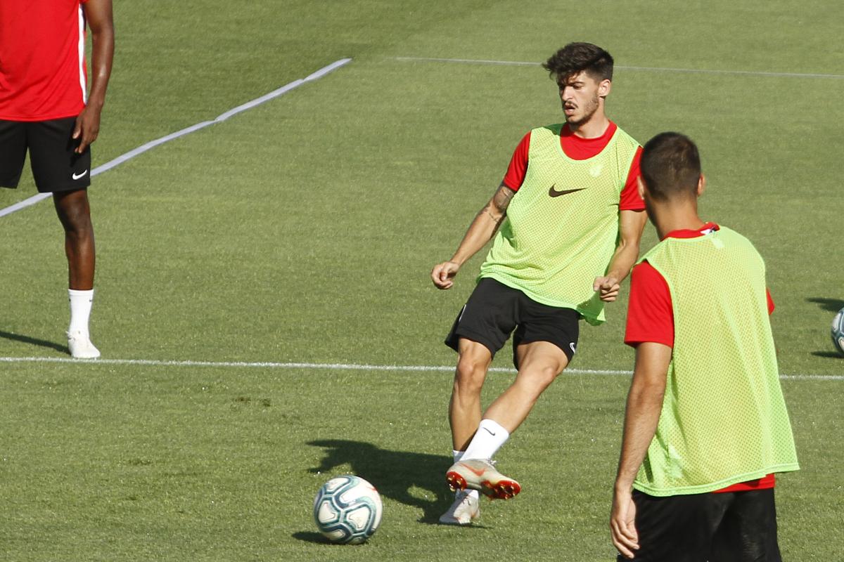 Carlos Neva renueva con el Granada CF y sube al primer equipo