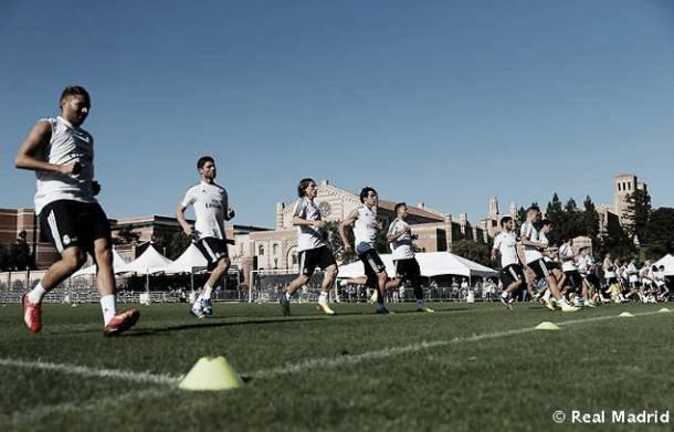 Beckham visita el primer entrenamiento del Madrid en UCLA