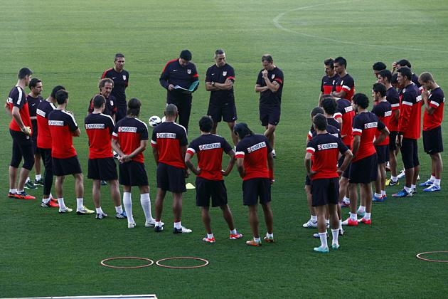 La plantilla del Atlético de Madrid al completo se ejercita pensando en el Valladolid