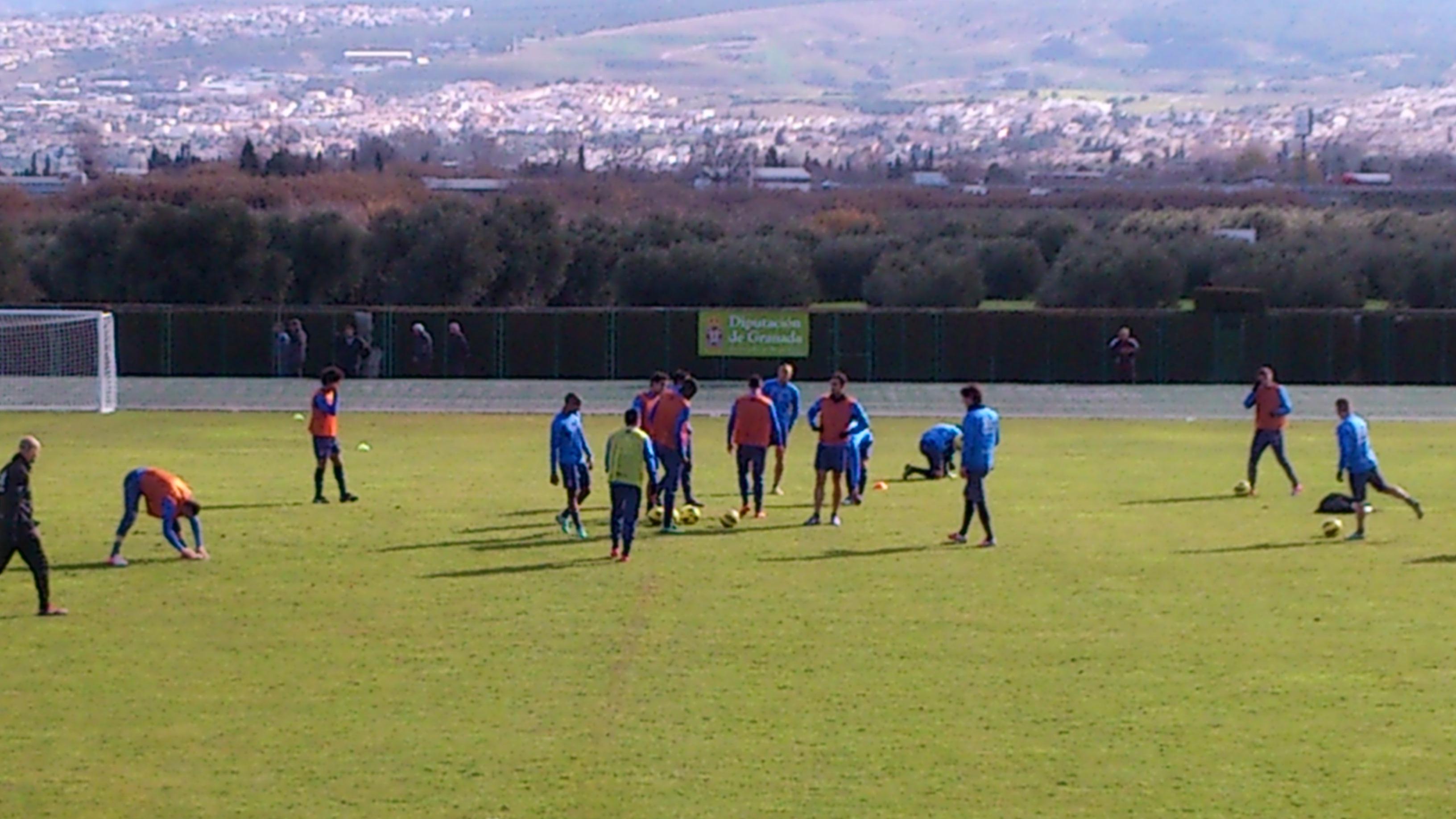 El Granada entrena en Armilla sin los titulares
