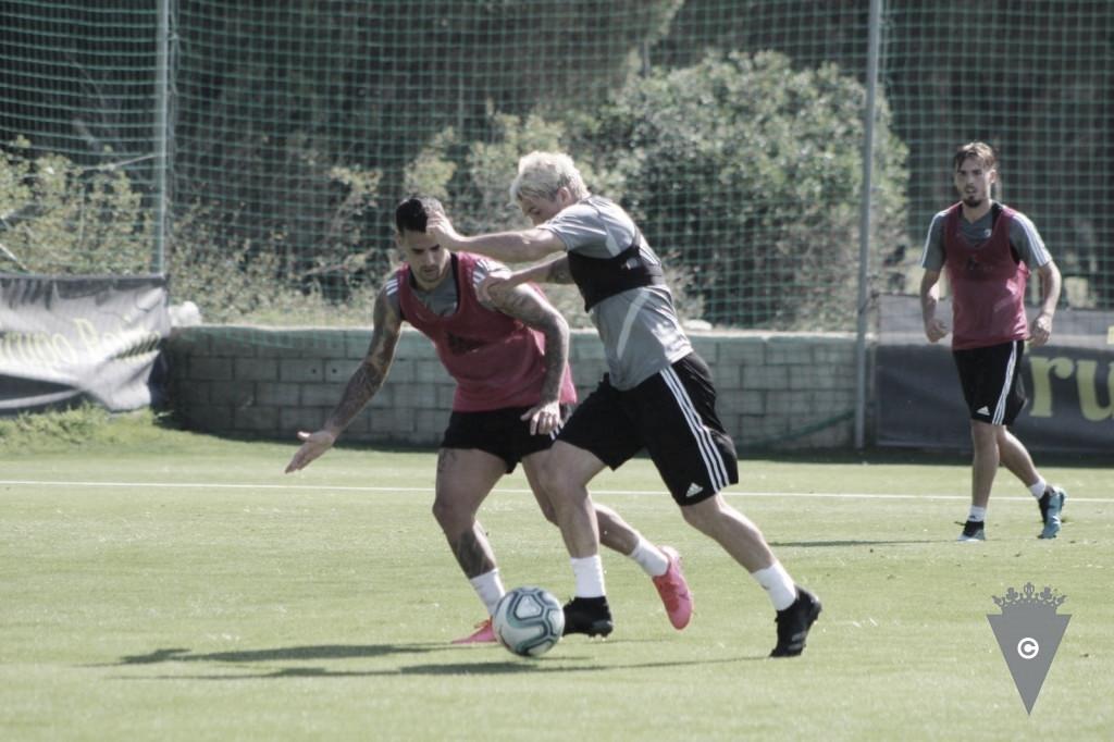 El Cádiz entrena en el gimnasio