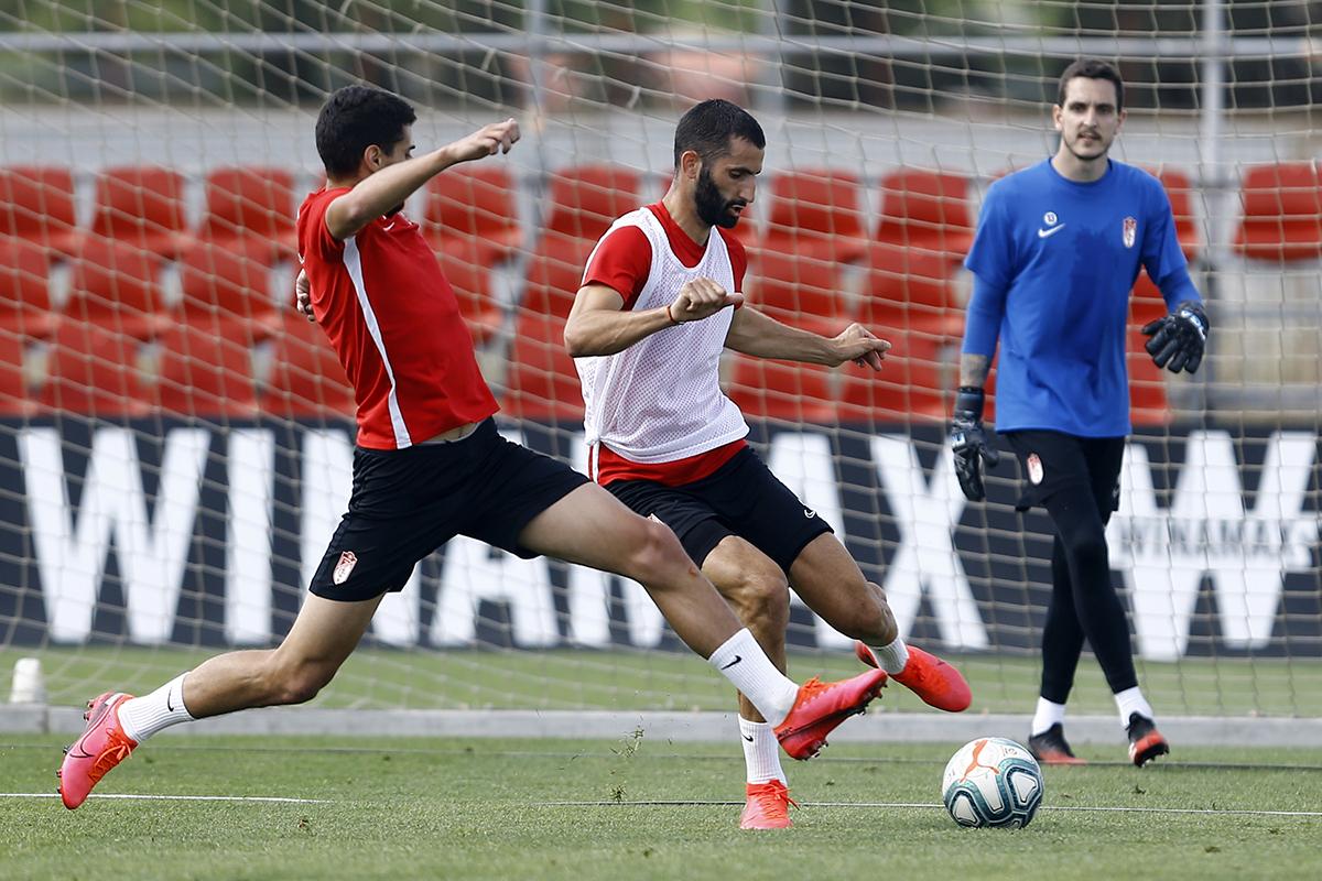 El Granada CF ya entrena en dos grupos de 14