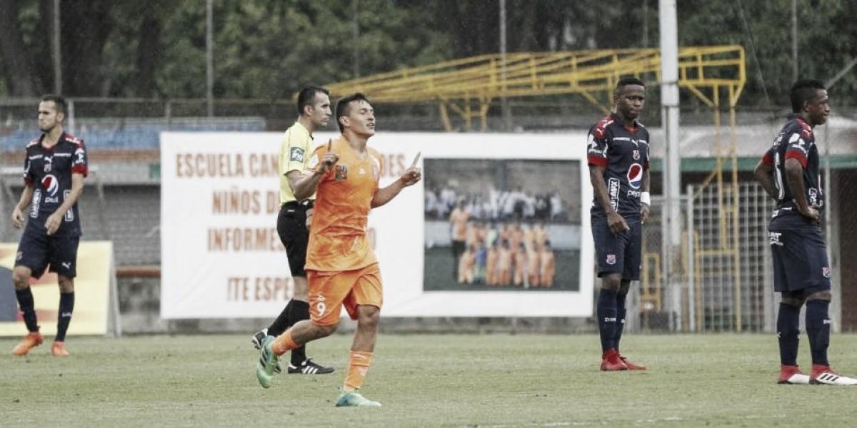 Un Medellín con una nómina mixta y de floja presentación cayó 2-0 ante Envigado