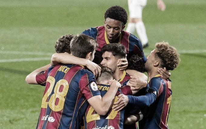 Los jugadores del Barça B ante el Lleida   Foto: FCB
