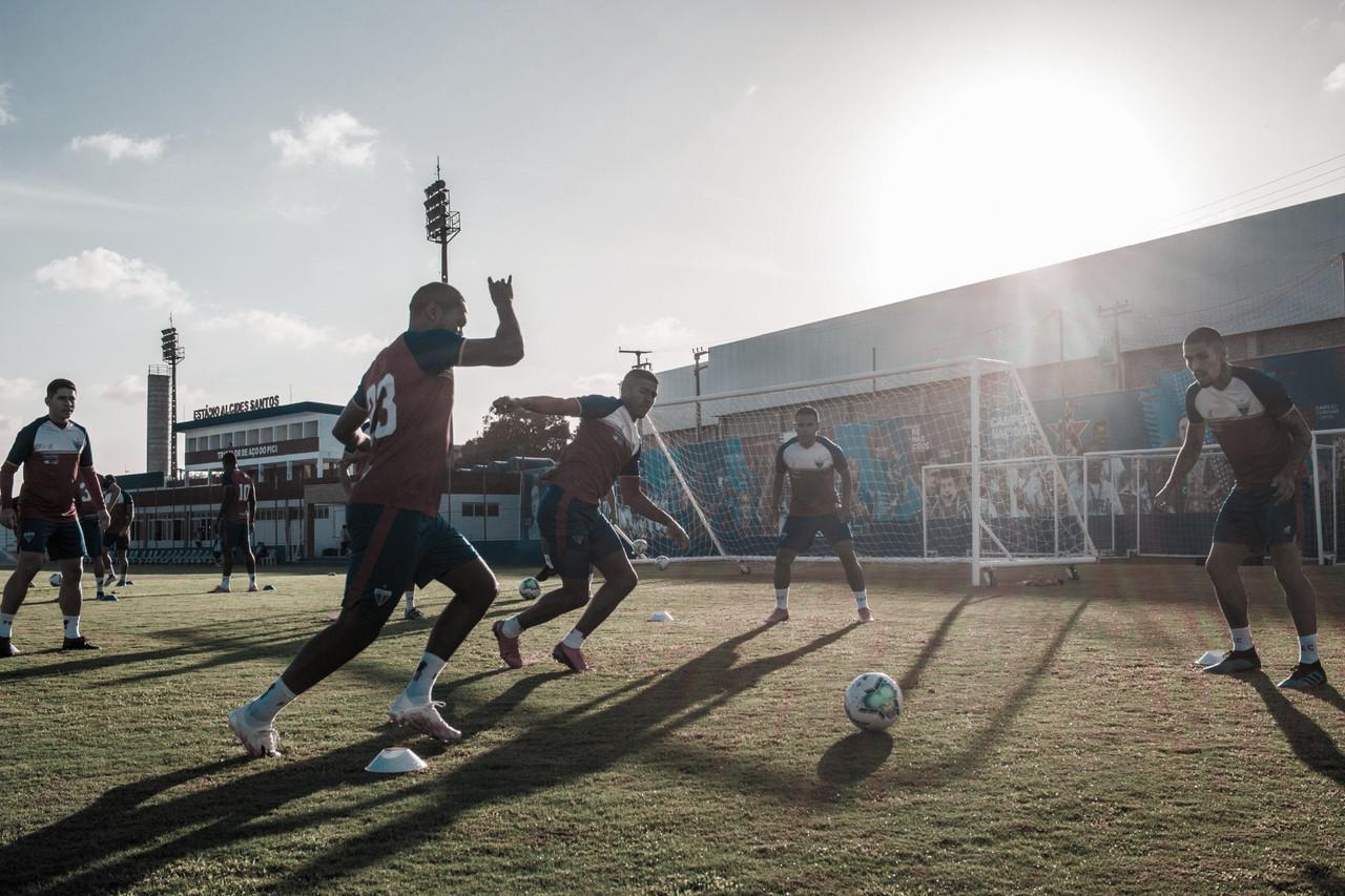 Recheados de desfalques, Fortaleza e Corinthians se enfrentam no Castelão
