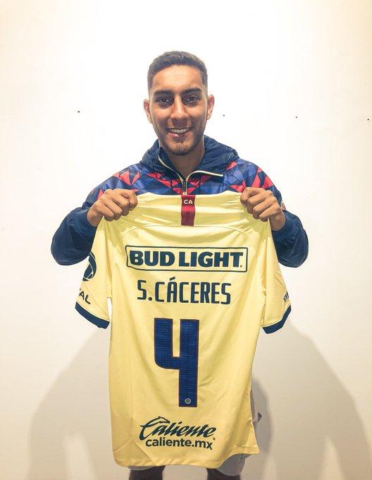 Sebastián Cáceres es nuevo 'águila' charrúa