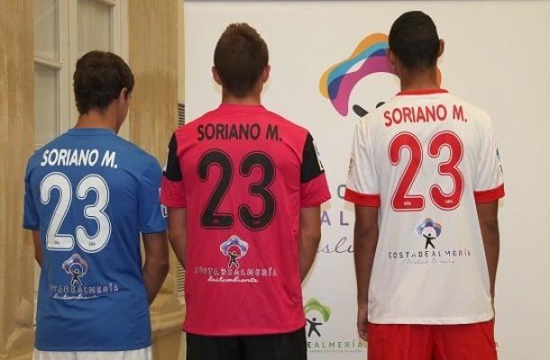 El Almería presentó sus equipaciones para la nueva temporada 13/14