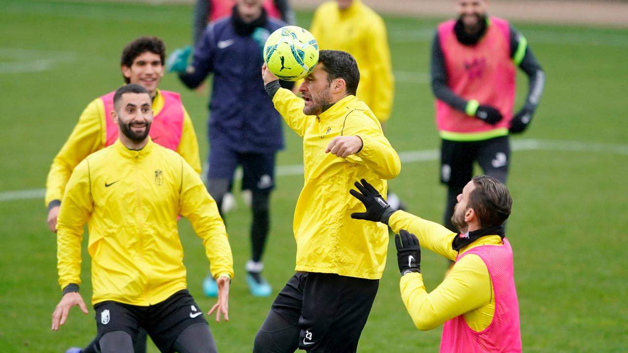 El Granada CF sigue su preparación para recibir al Valencia sin Milla ni Machís