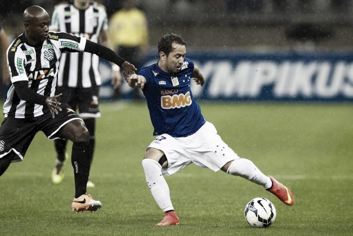 E. Ribeiro deixa futuro nas mãos doAl Ahli e do empresário, mas garante ouvir oferta do Cruzeiro