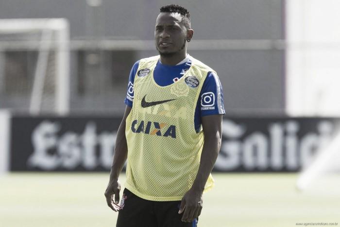 Willians discute com torcedor e é dispensado do Corinthians