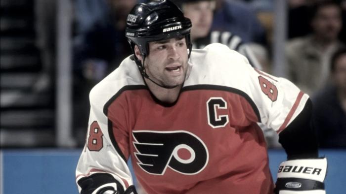 Los Flyers retiran el número 88 de Eric Lindros