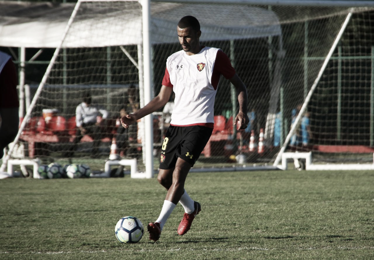 Ernando enaltece dupla de zaga com Adryelson no Sport: ''Excelente jogador''