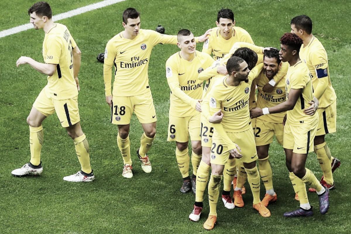 Daniel Alves marca, PSG vence Nice de virada e se aproxima mais ainda do título da Ligue 1