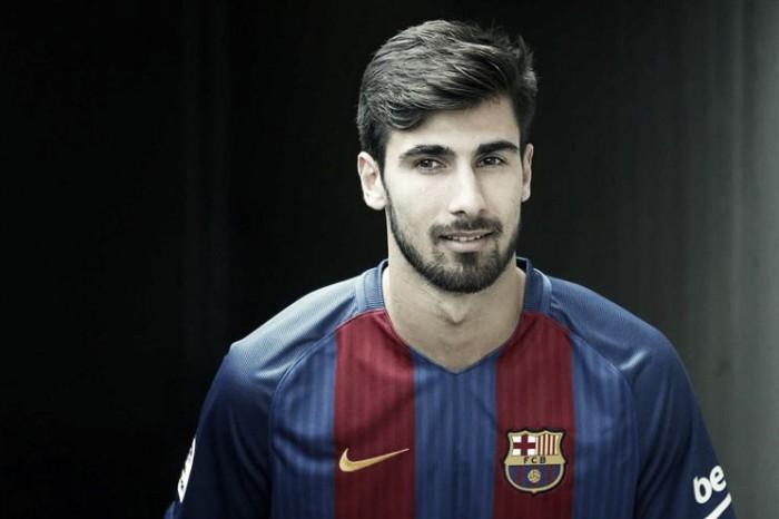 André Gomes é apresentado pelo Barcelona e garante ter o perfil do clube
