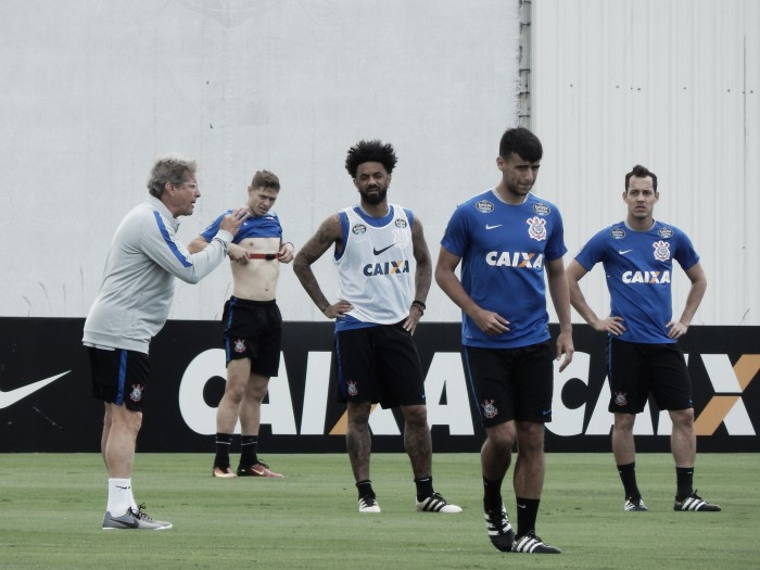 Oswaldo de Oliveira esboça Corinthians visando duelo contra Chapecoense