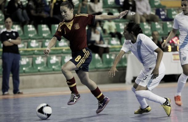 España, a semifinales goleando