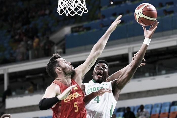 Espanha sofre, mas conquista primeira vitória no basquete masculino diante da Nigéria