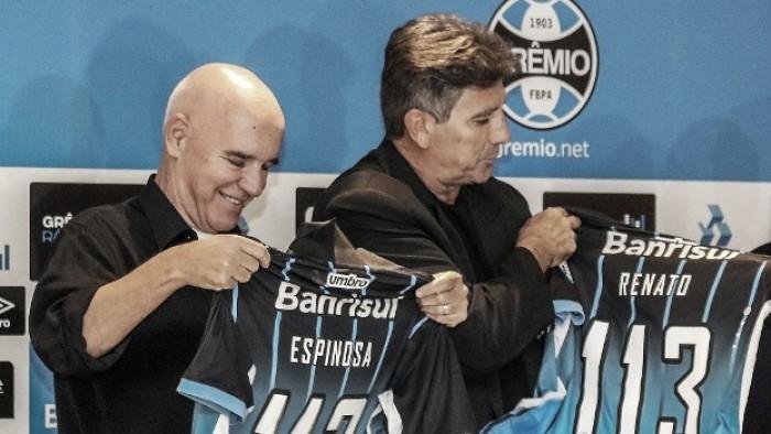 """Valdir Espinosa analisa ano do Grêmio e brinca sobre estátua de Renato Gaúcho: """"É merecida"""""""