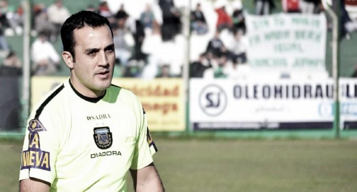Fernando Espinoza, el árbitro de Newells-San Lorenzo