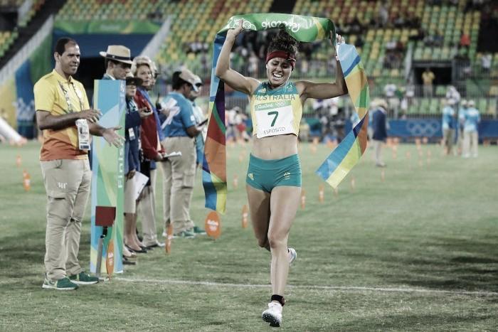 Australiana Chloe Esposito emociona ao conquistar o ouro no Pentatlo Moderno