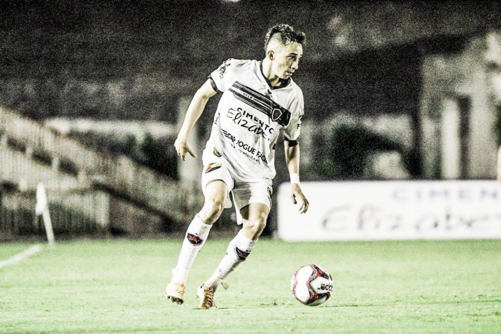 """Esquerdinha celebra bom momento no Botafogo-PB e cita equilíbrio na Série C: """"Cada ponto é importante"""""""