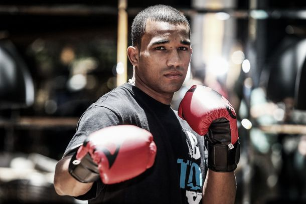 Esquiva Falcão estreia no boxe profissional com vitória