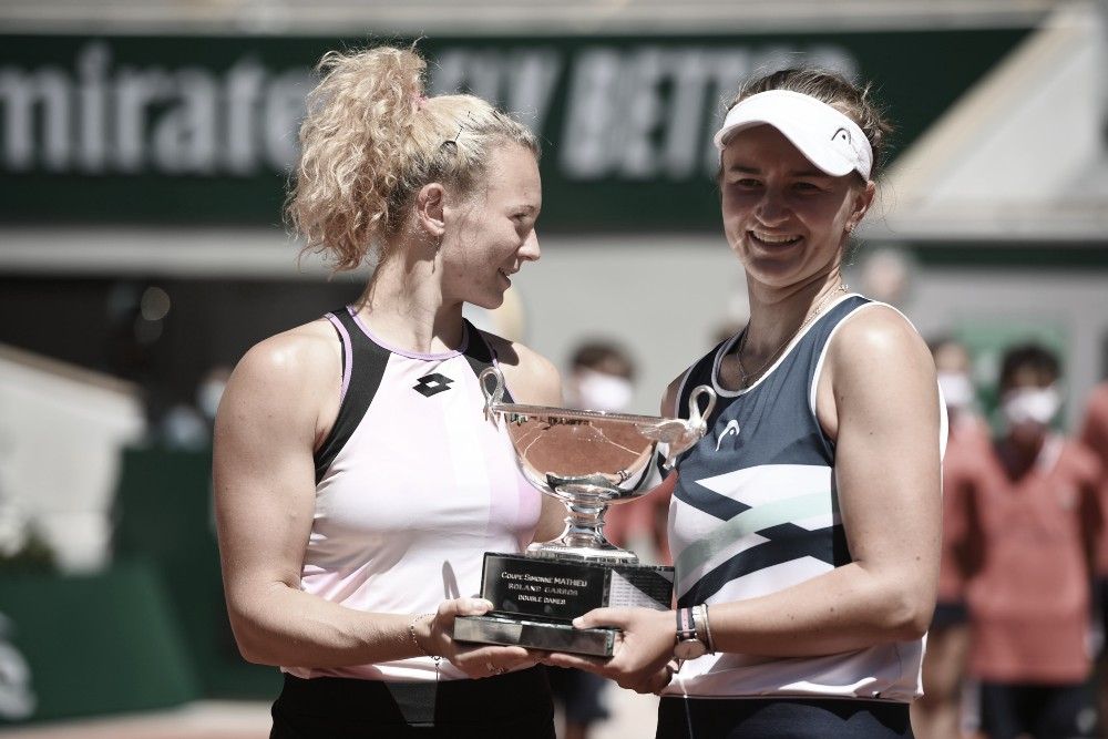 Krejcikova da el doble golpe con Siniakova