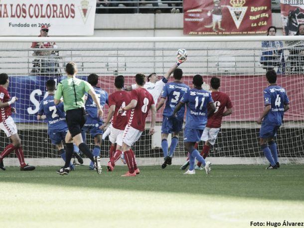 El Real Oviedo apuntala su puerta