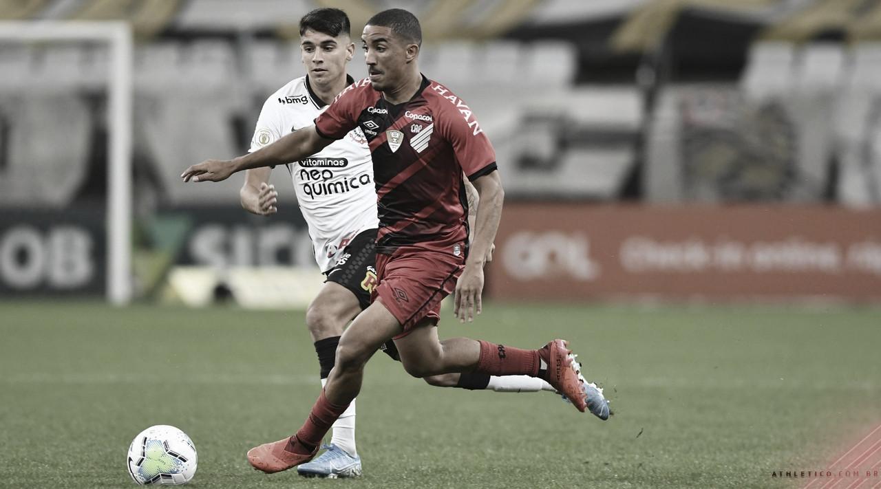 Corinthians fica à frente do placar três vezes, mas empata com Athletico em jogo frenético