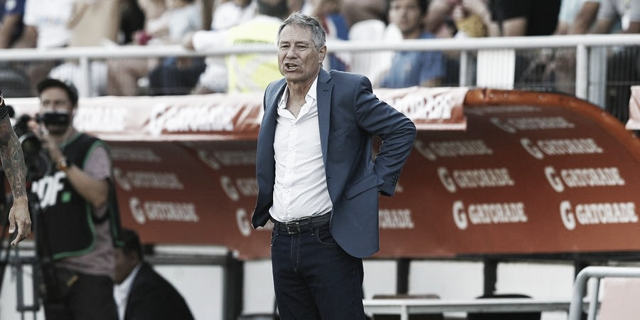 Santos anuncia Ariel Holan como novo treinador