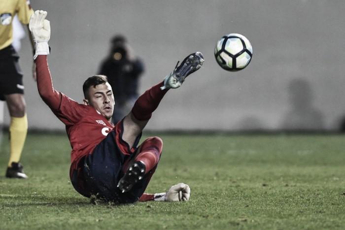 Goleiro Vitor Eudes defende dois pênaltis e divide título da Supercopa com elenco do Cruzeiro