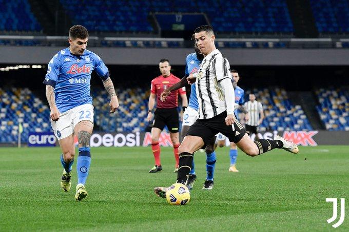 La Juve ci prova ma non sfonda: un Napoli stoico vince grazie a Insigne