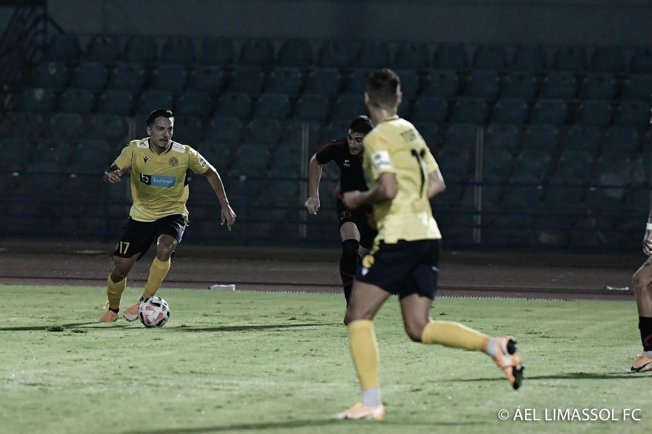 Vice-líder na primeira fase, Euller mira título nacional pelo AEL Limassol