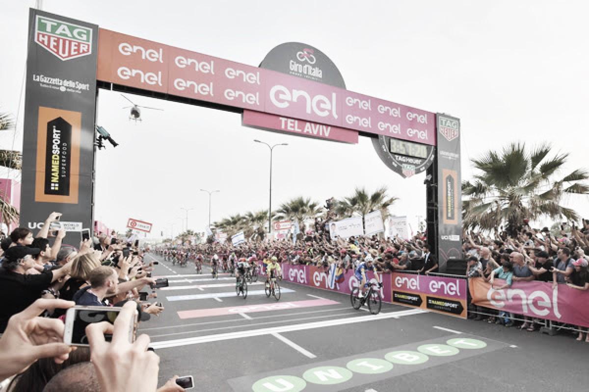 Giro d'Italia, Viviani vince a Tel Aviv. Dennis in rosa