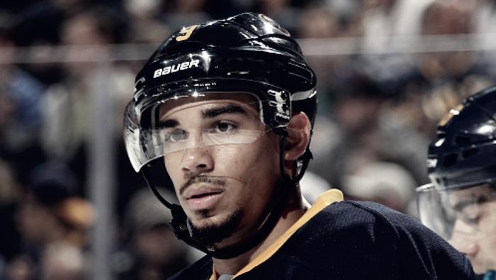 Los Sabres buscan mover a Evander Kane antes de la próxima temporada