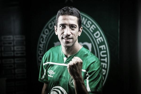 Experiência no meio-campo: Chapecoense confirma chegada de Evandro, ex-Santos