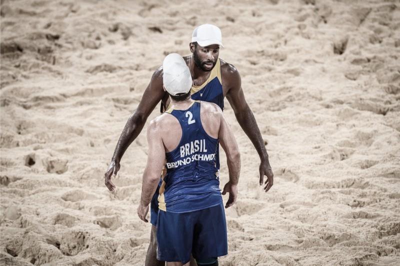 Evandro e Bruno perdem para dupla da Letônia nas oitavas e estão fora do vôlei de praia em Tóquio