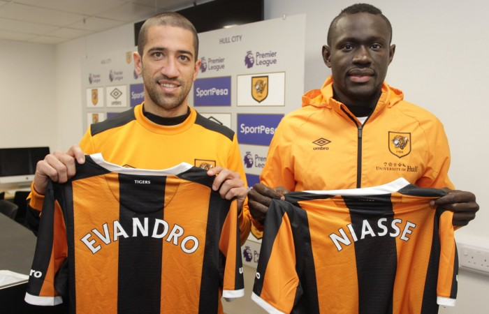 Hull City sign Oumar Niasse on loan and Evandro Goebel