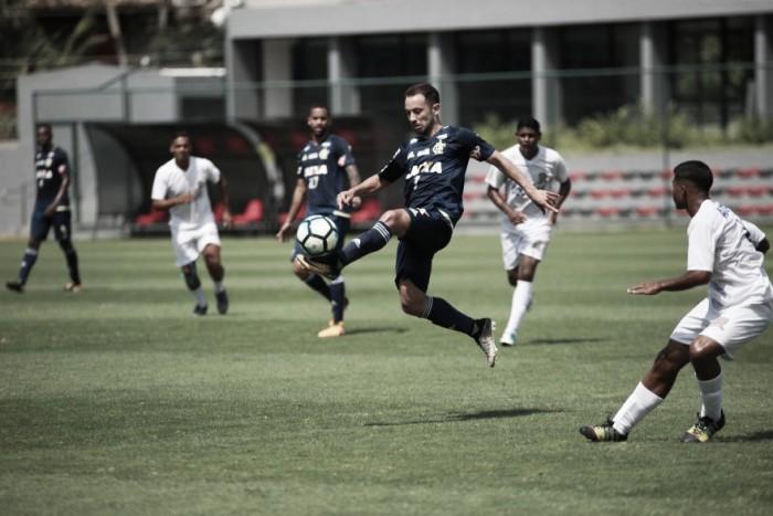 Conca entra no segundo tempo, se destaca e Flamengo goleia em jogo-treino