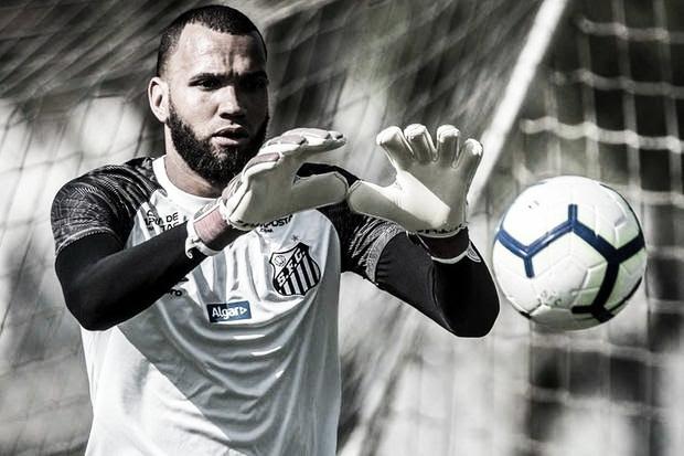 Santos e Atlético-MG acertam troca entre Everson e José Welison