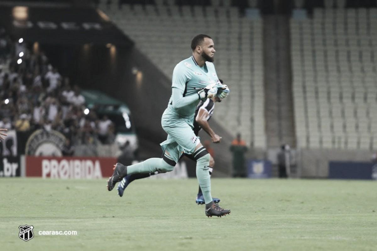 Éverson evita comparações com Ceni após primeiro gol pelo Ceará